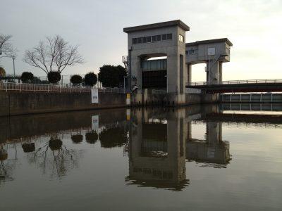 スノヤワラ行きの水門